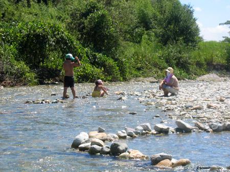 蛇尾川水遊び